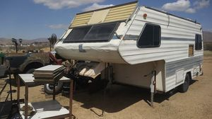 Fifth wheel trailer / camper Single axle PLEASE READ before asking any question for Sale in Apple Valley, CA
