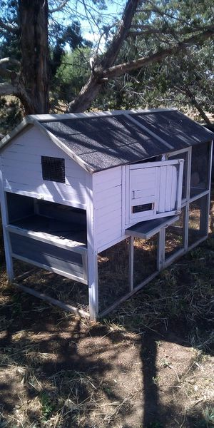Custom built chicken coop/cage with multiple latching doors and a slide out tray for eggs for Sale in Payson, AZ