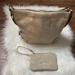 Coach Horse Carly Hobo Bag in Ivory/True Leather for Sale in Springfield, VA
