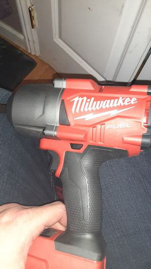 """MILWAUKEE FUEL BRUSHLESS 1/2"""" SQUARE - RING IMPACT WRENCH w/ M18 RED LITHIUM XC5.0 for Sale in San Jose, CA"""
