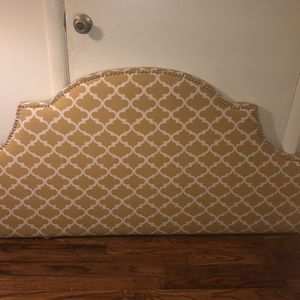 Queen Headboard With legs And All Parts for Sale in Atlanta, GA