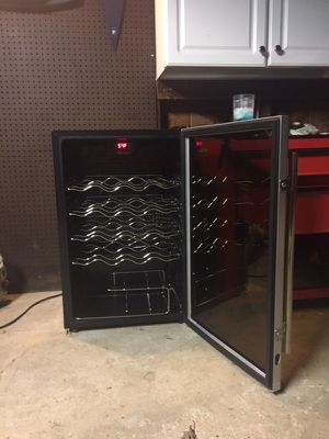 Wine Enthusiast wine chiller 22 bottle brand new no box for Sale in Grosse Pointe Park, MI