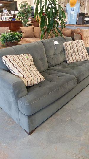 Grey tufed sofa for Sale in Tacoma, WA