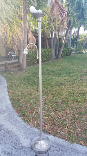 $10 Floor lamp for Sale in Fort Lauderdale, FL