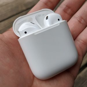 Apple Airpods 2nd Generation for Sale in Fresno, CA