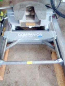 Companion 5th Wheel Hitch BW for Sale in Greenfield,  CA