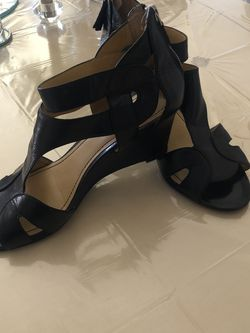 Women's sandals with heels. for Sale in Maineville,  OH
