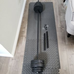 Standard 6Foot Barbell And Dumbbell Weights Set With 40LBs Of Vinyl Weight Plates (55LB Total Weights And Bar Set)(Bench, Squat, Curl) for Sale in El Monte, CA