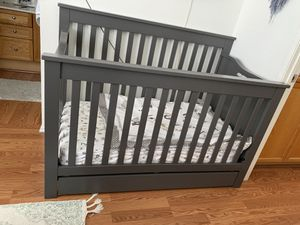 Baby crib with changing table for Sale in Garden Grove, CA