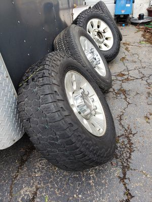 "18"" RIMS AND TIRES 8 LUGS FORD NO TRADES NOTHING AFTER 9PM for Sale in Brookfield, IL"