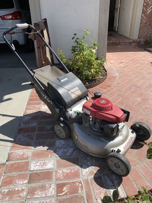 Honda lawn mower ! 1.5 years old self propelled for Sale in Anaheim, CA