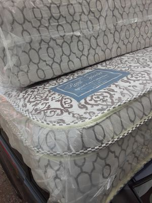 Queen bed and box spring free deliver for Sale in Glendale, AZ