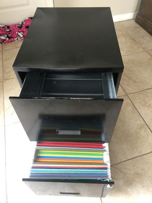 Filing cabinet with 40 hanging folders for Sale in Lutz, FL