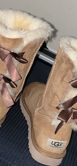 Uggs With Bow for Sale in Alexandria,  VA