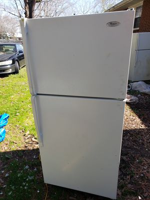 Whirlpool REFRIGERATOR freezer with ice maker plugged in and running for Sale in Durham, NC