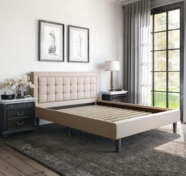 Upholstered Platform Bed, Queen, Linen for Sale in Cuyahoga Heights,  OH