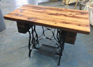 Beautiful small desk for Sale in Cleveland, OH