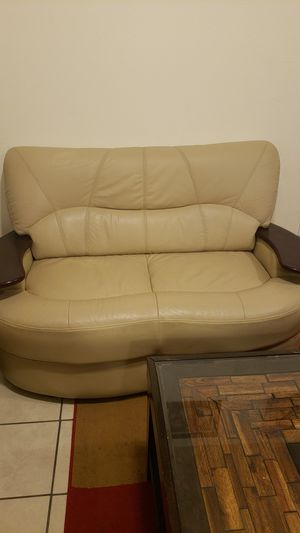 Leather couch for Sale in Inglewood, CA