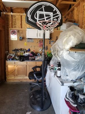 Basketball hoop for Sale in Fort Lupton, CO