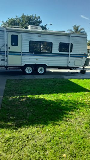 I'm selling my one owner 2002komfort 21 foot made by Fleetwood for Sale in Montclair, CA