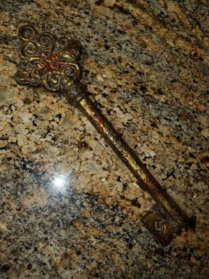 Beautiful Golden Key for Sale in Mesa, AZ