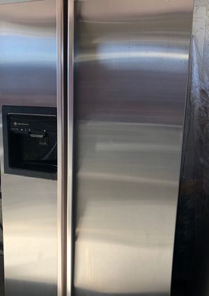 Ge refrigerator stainless steel in good condition for Sale in Ceres, CA