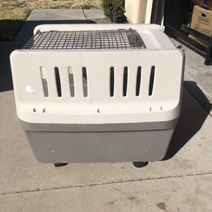 Dog Kennel / Carrier w/wheels for Sale in San Jacinto, CA