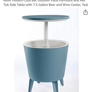 OUTDOOR COOLER AND ACCENT TABLE IN ONE for Sale in Phoenix, AZ