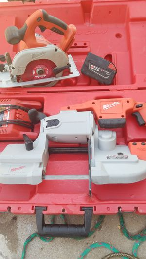 Milwaukee 28v cutting set with battery!!! for Sale in Las Vegas, NV