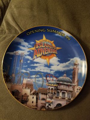 UNIVERSAL STUDIOS ISLANDS OF ADVENTURE OPENING SUMMER 99 COLLECTORS PLATE for Sale in Cypress Gardens, FL