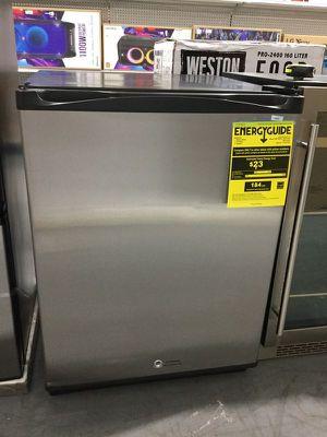 Beverage Cooler Refrigerator Refrigerador Frio 5.2cf for Sale in Miami, FL