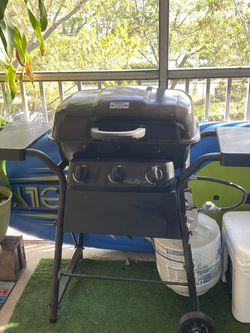 BBQ GRILL WITH PROPANE TANK for Sale in Boynton Beach,  FL