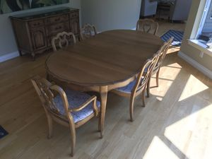 Dining Room Table & Chairs for Sale in Gig Harbor, WA