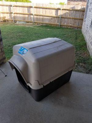 Dog house (Aspen petbarn 3) for Sale in Saginaw, TX