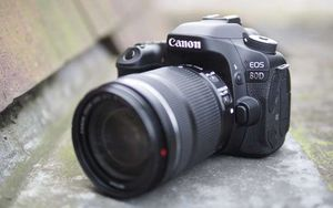 Canon 80D DSLR Camera for Sale in North Haven, CT