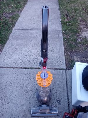 DYSON ROLLER BALL VACUUM. for Sale in Whitehall, OH