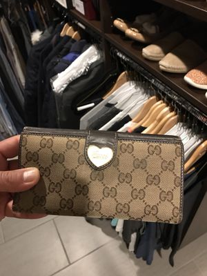 Gucci wallet 100% Authentic for Sale in Shelby charter Township, MI