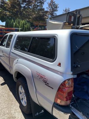 Leer canopy 05-15 Toyota Tacoma LB for Sale in Portland, OR