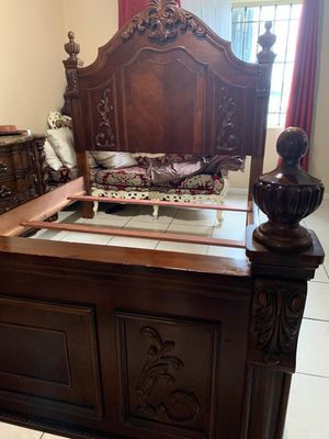 Queen bed frame and dresser with mirrors no mattress for Sale in Miami, FL
