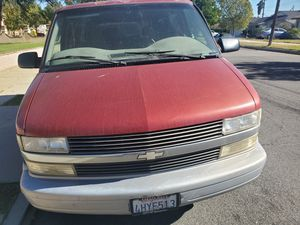 2000 Chevy astro Van for Sale in Montclair, CA