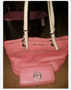 Michael Kors tote bag and matching wallet for Sale in Nesbit, MS