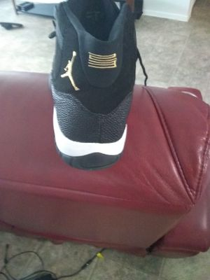 Jordan 11 black n gold size 12 for Sale in Orlando, FL