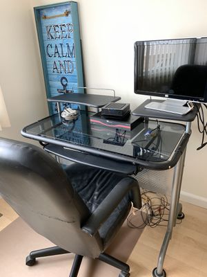 Small desk with chair for Sale in Lacey Township, NJ