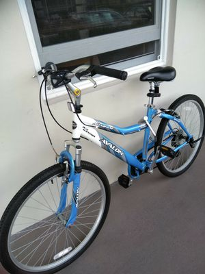 Aluminum women bicicle 7speed for Sale in Pompano Beach, FL