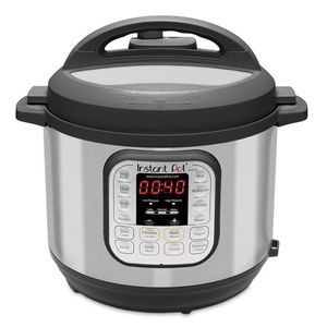 Instant pot 6 quarts 7 functions in 1 for Sale in Brookline, MA