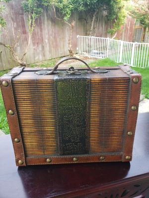 Vintage Leather & Wood box for Sale in Everett, WA