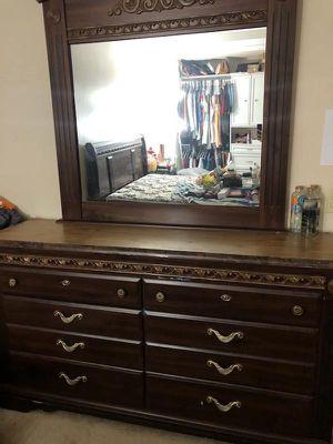 Queen bedroom set for Sale in Riverside, CA