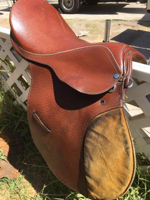 Horse saddle 15 sizes original leather it's in excellent condition for Sale in San Bernardino, CA