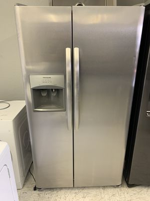 Frigidaire-Side by side - Water and ice dispenser $800 Delivery available for Sale in Ontario, CA