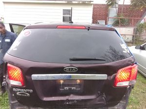 2012 Kia Sorrento rear glass for Sale in Humble, TX